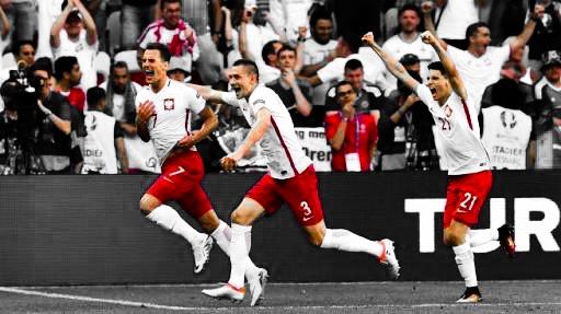 El solitario gol de Milik le dio la victoria a Polonia sobre Irlanda del Norte.